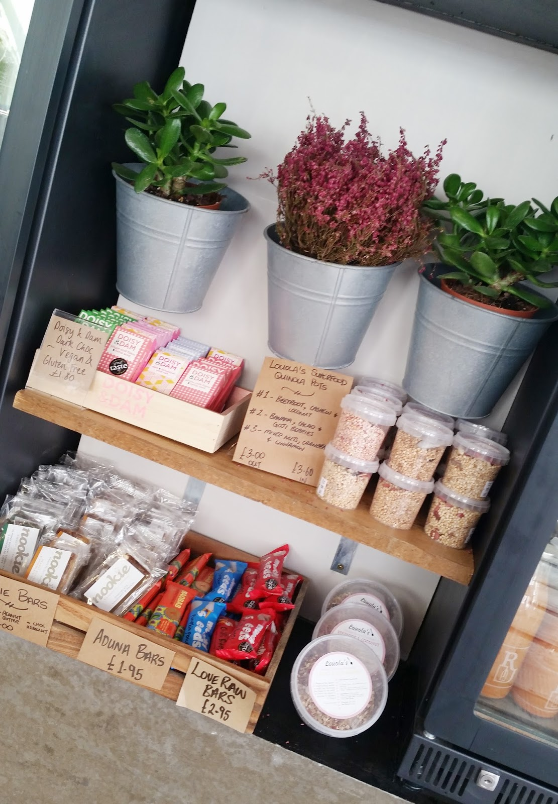 Roots Juicery juice bar Fitzrovia London review - healthy snacks