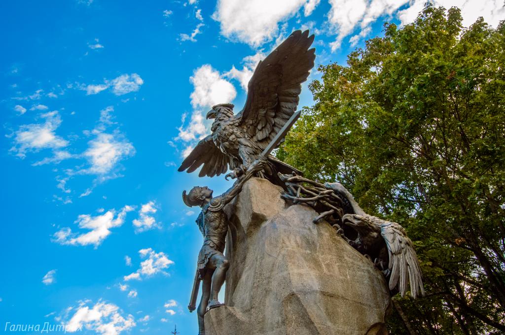 Памятник героям 1812 года Смоленск