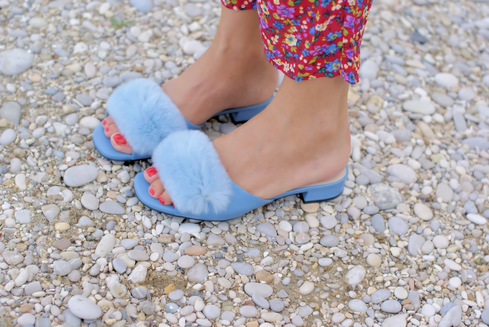 Loriblu baby blue furry slippers on Fashion and Cookies fashion blog, fashion blogger style