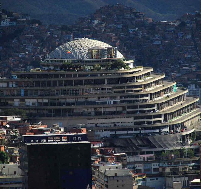 Caracas: de shopping de superluxo a Babel do terror