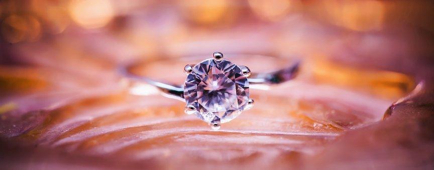 de que esta hecho un diamante