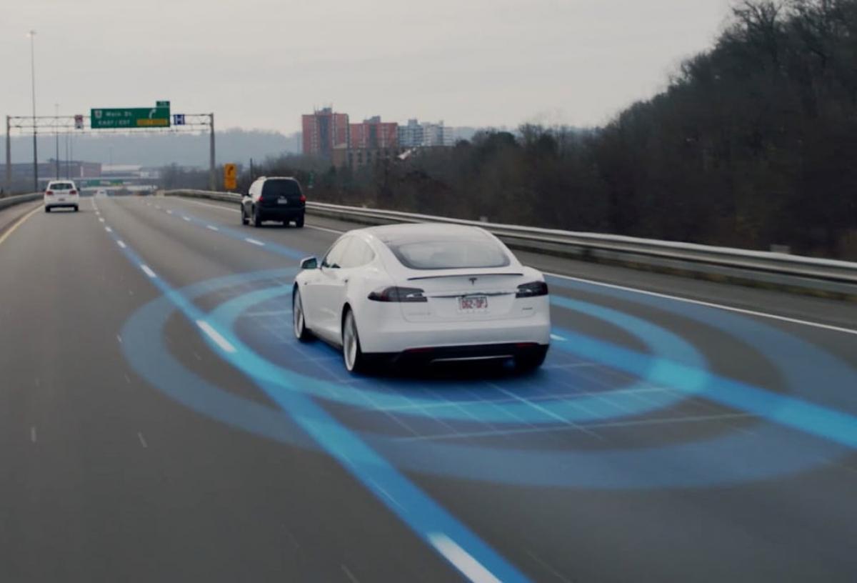 Engenheiro do Bitcoin diz que  carros Tesla são perigosos e deveriam ser banidos
