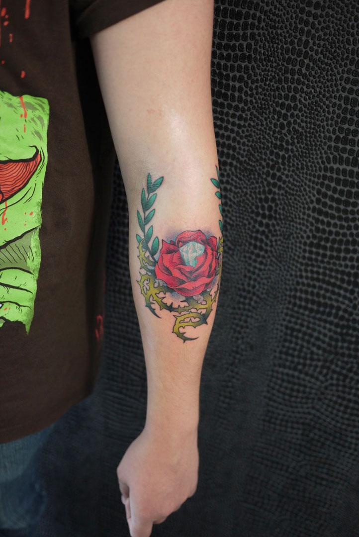 tatouage croix avant bras. Black Bedroom Furniture Sets. Home Design Ideas