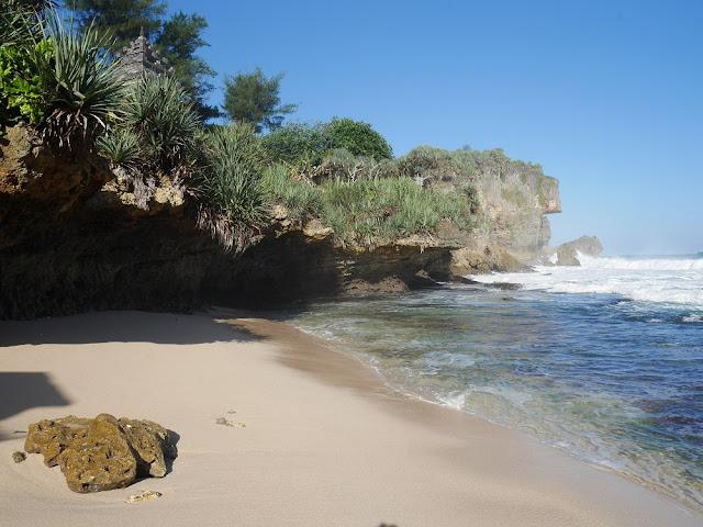 Pesona Pantai Ngobaran