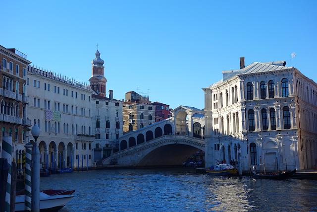 Omrkněte starý kriminál uprostřed Benátek