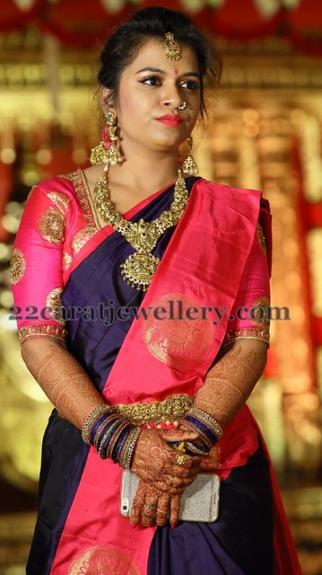 Pretty Lady in Nakshi Necklace Vaddanam