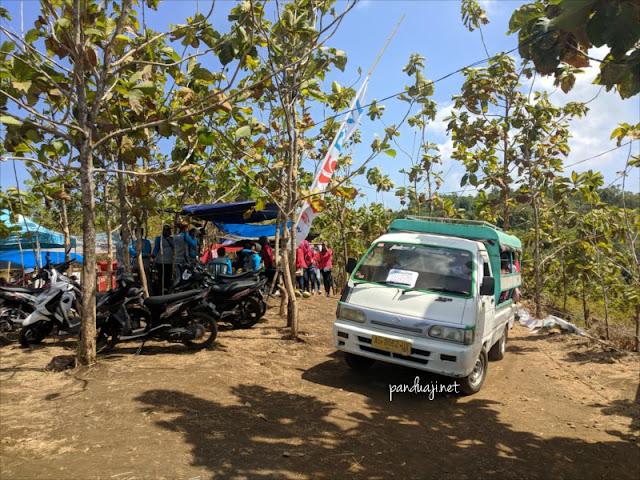 Mobil angkutan dari parkiran ke kawasan Sentono Gentong, Gratis