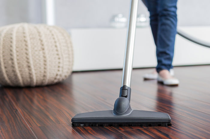 How to Clean Your Vacuum Cleaner for more efficient cleaning #cleaning #homekeeping #andersonandgrant