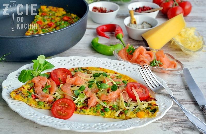 omlet, poltino, zielony groszek, losos, zycie od kuchni