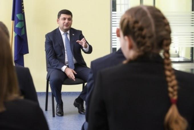 Премьер Гройсман, отправивший дочь на учебу в Британию, уверяет, что украинскому «быдлу» дипломы не нужны