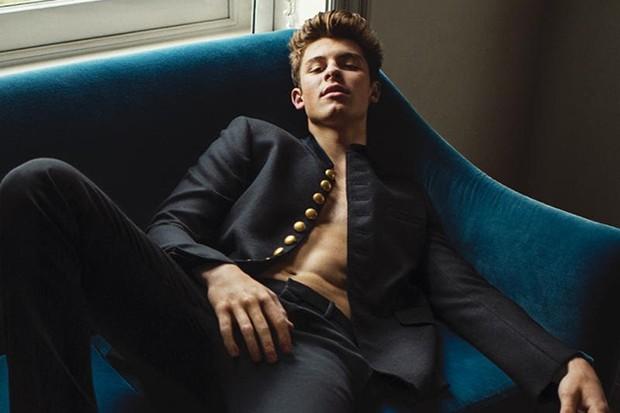 Shawn Mendes se quita la camisa para 'L'Uomo Vogue