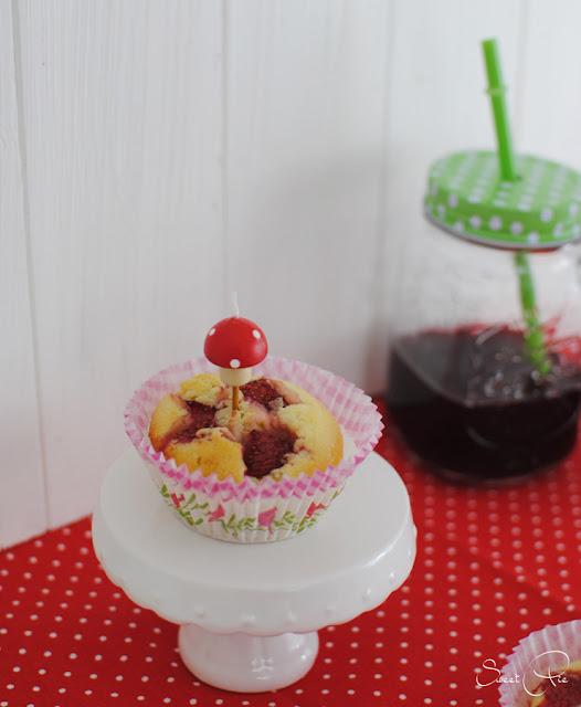Zauberhafte Muffins mit Erdbeeren aus dem Buch Fräulein Klein feiert mit Kindern.