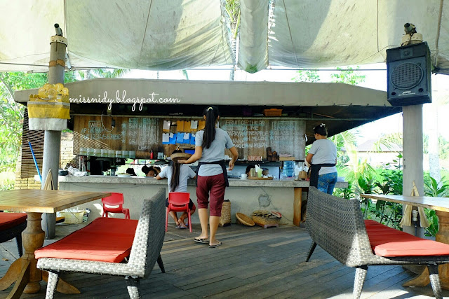 pengalaman di cafe pomegranate ubud bali