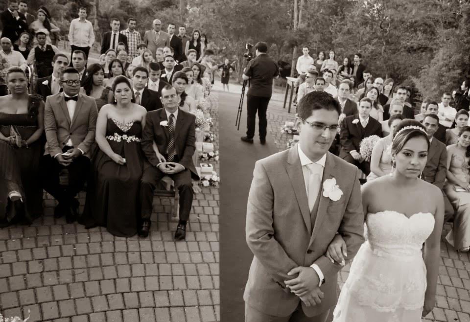 cerimônia - altar - casamento ao ar livre - casamento de dia - noivos