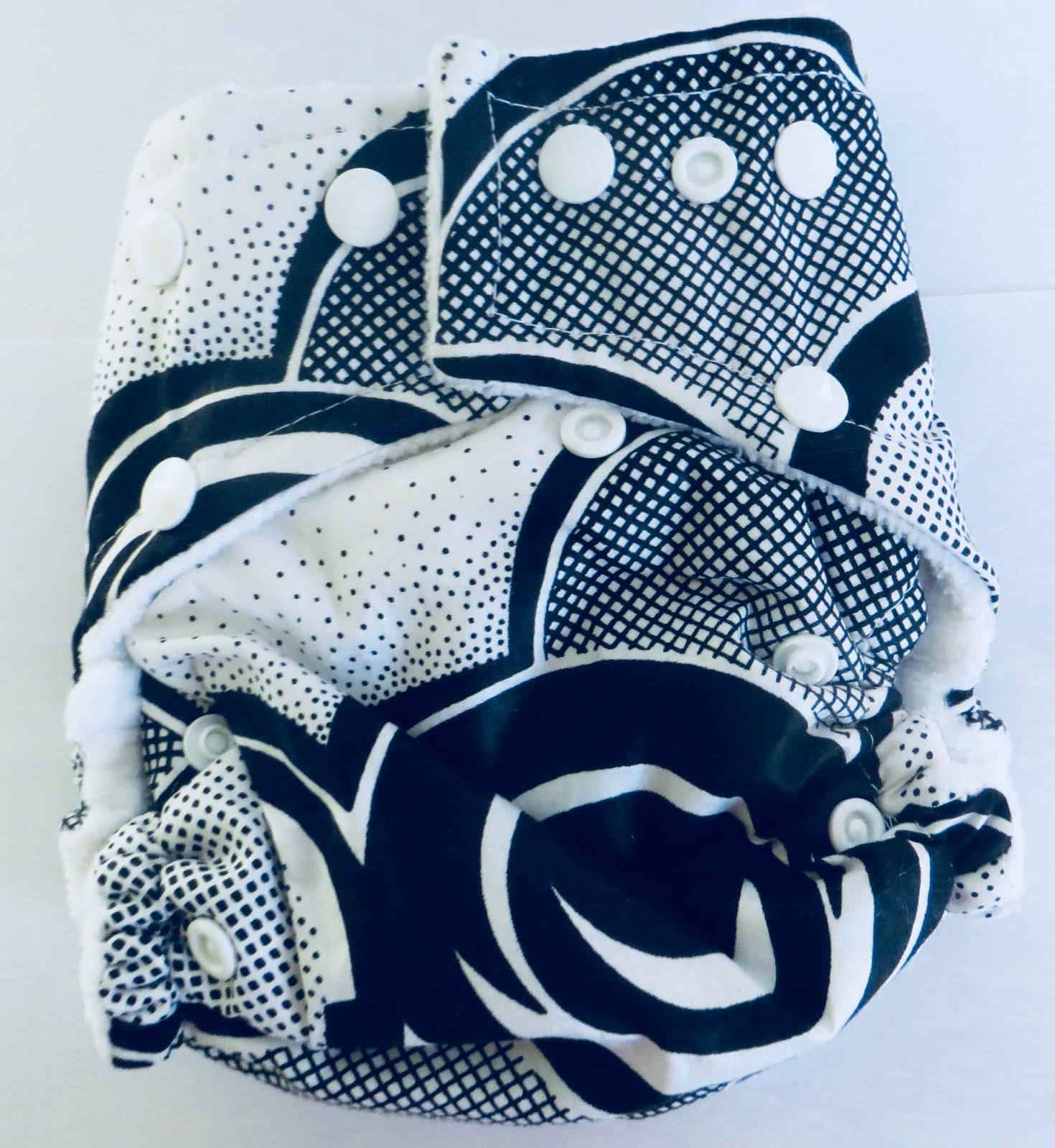Suah Black & White Cover