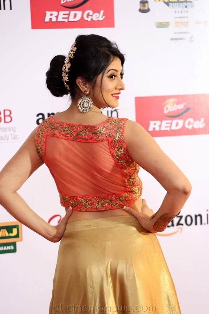 Harshika Poonacha Hot at Mirchi Awards 2017