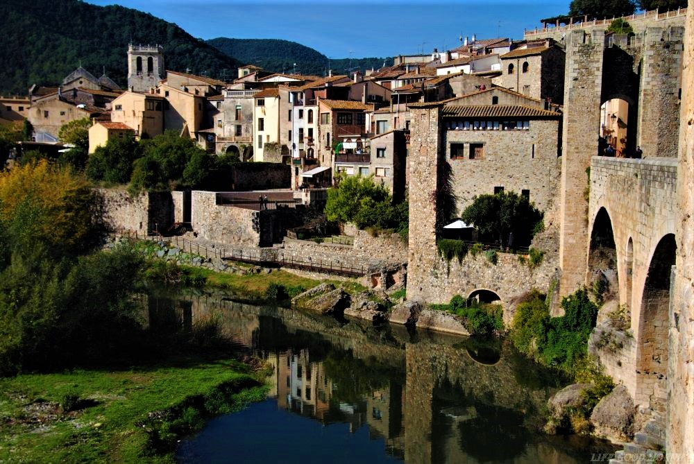 Besalu  - atrakcje Katalonii poza Barceloną.
