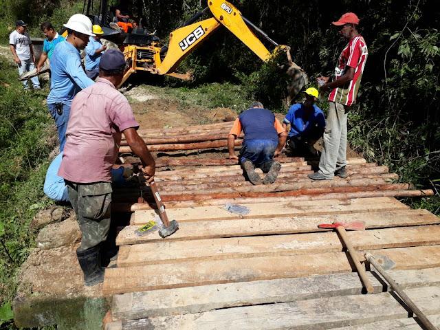"""Prefeitura recupera ponte para suporte a empresa que levará o """"Luz para Todos"""" na Madeireira."""