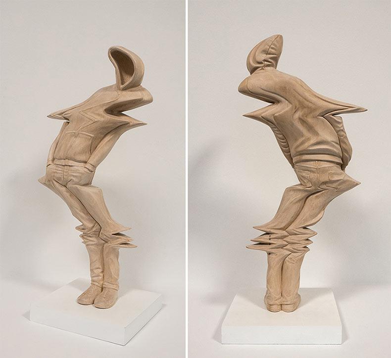 Formas humanas deformadas de madera talladas a mano de Paul Kaptein