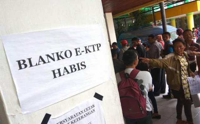 Selama tujuh bulan kosong, Disndukcapil Kota Banjarbaru akhirnya menerima 8.000 blanko.  Jumlah itu sebenarnya masih kurang untuk menutupi jumlah 11.000 warga Banjarbaru yang sudah melakukan rekam data E-KTP.