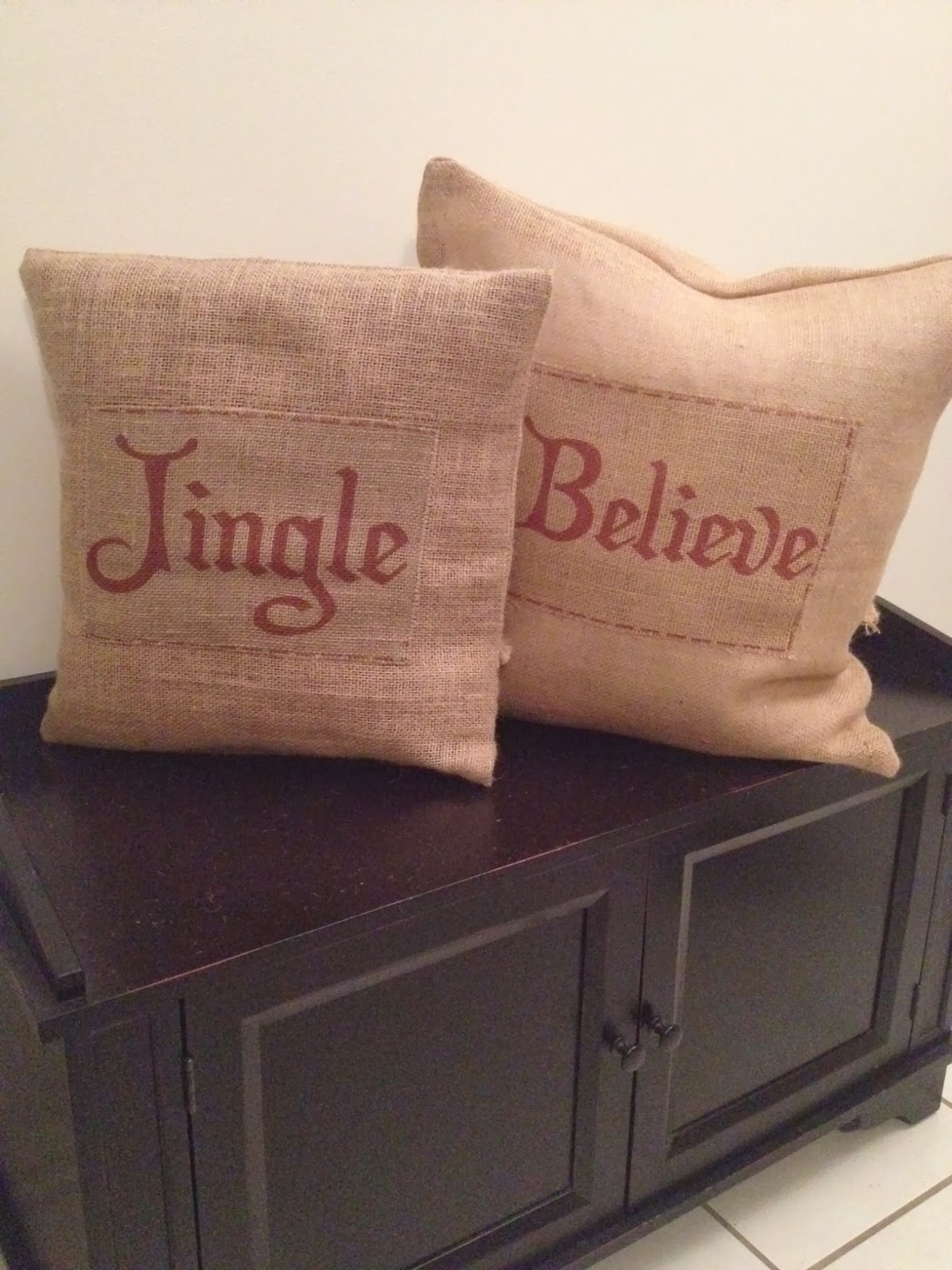 Two It Yourself Diy Burlap Christmas Pillows
