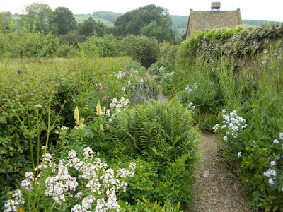 Repetition of planting in a mixed border Snowshill Manor Green Fingered Blog