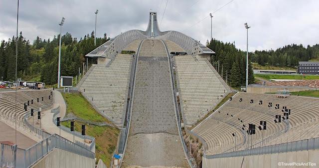 Tremplin saut à ski à Holmenkollen près d'Olso