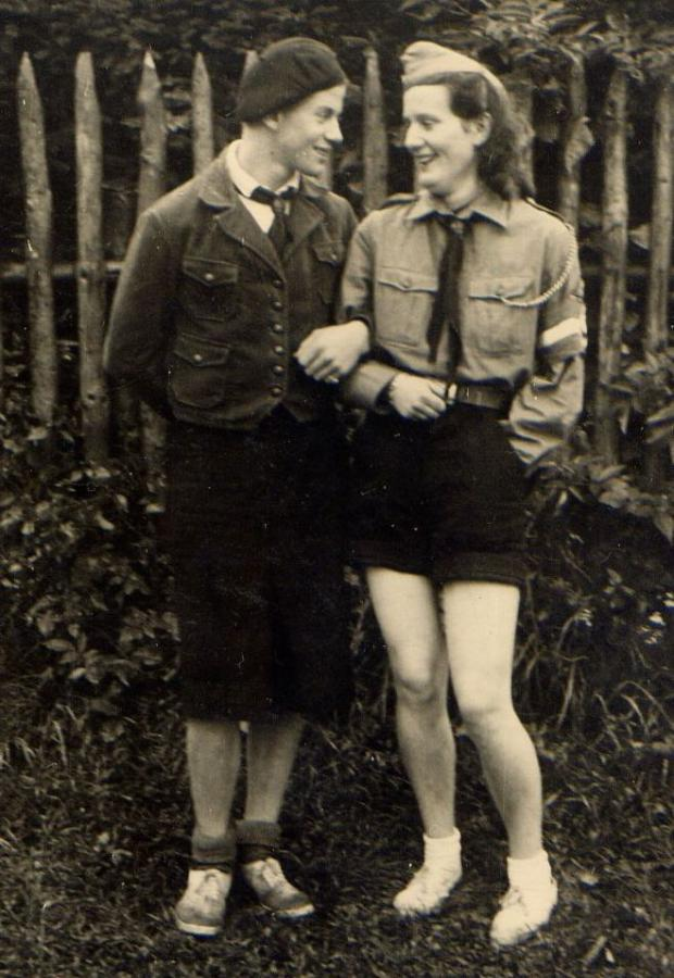 Third Reich cross-dressing worldwartwo.filminspector.com