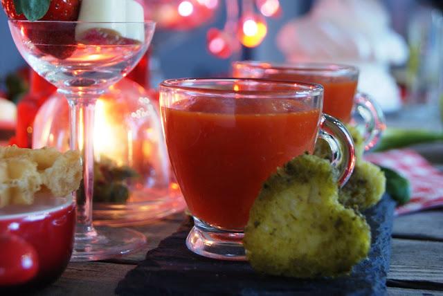 Walentynkowe przepisy, zdrowy krem z pomidorów i papryki, pokochaj olej rzepakowy, pomysł na kolację we dwoje, romantyczne przepisy, kuchnia pełna miłości, miłosne przepisy, receptura na udane Walentynki, przepisy na Walentynki, menu dla zakochanych, przepisy dla zakochanych, Walentynkowe menu,Miłosne menu, dania pełne miłości