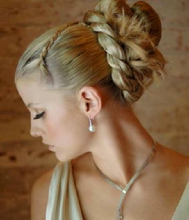 Gaya rambut (updo) untuk model rambut panjang