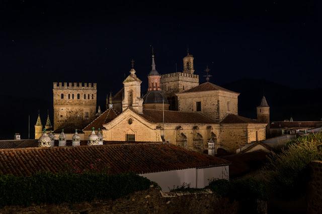 El monasterio, desde la calle Marqués de la Romana :: Canon EOS5D MkIII | ISO100 | Canon 17-40@40mm | f/5.0 | 30s (tripod)