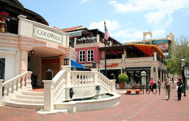 Shopping Cocowalk em Coconut Grove