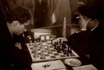 Partida Evgeni Vasiukov-Lucien Francino en el II Campeonato Mundial Universitario de Ajedrez Lyon 1955