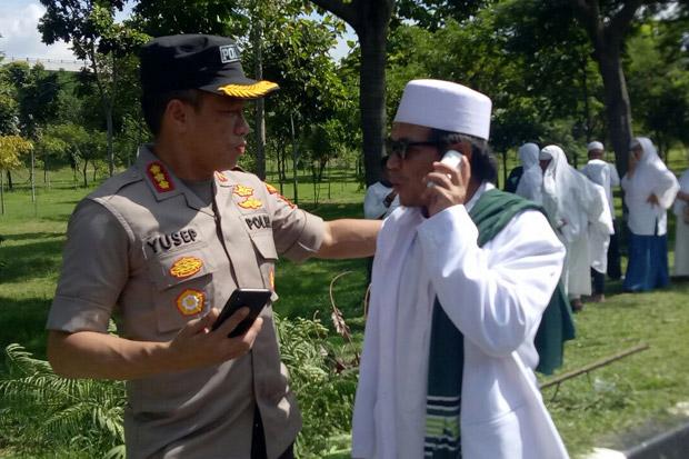 Habib Rizieq Batal Pulang, Massa FPI Long March ke Masjid Baitul Amal