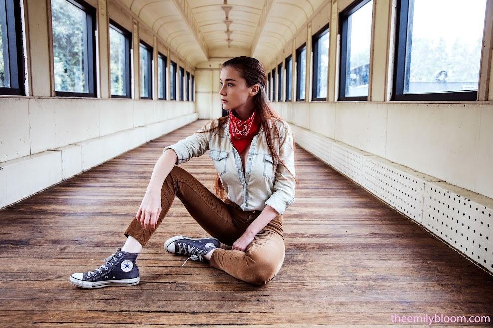 [TheEmilyBloom] Emily Bloom - Flashing Tourist - idols