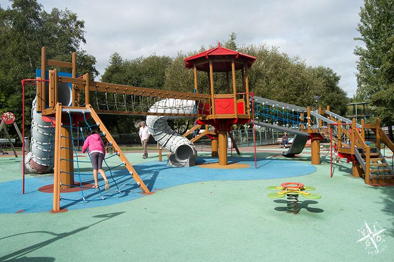 Parque infantil en el Parque del Pasatiempo, Betanzos