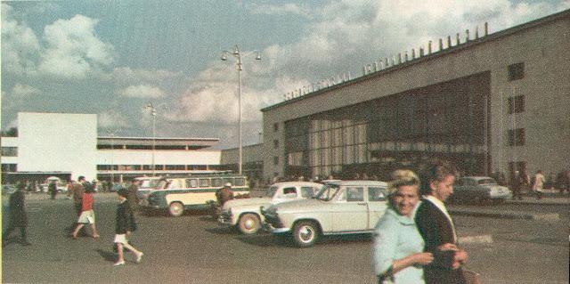 1966 год. Рига. На Привокзальной площади возле Центрального ж/д вокзала.