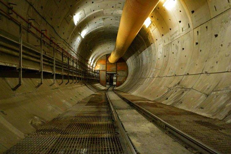 Sarayın altında farklı tünel ağları var, bu tüneller parlamento binasına kadar uzanıyor.