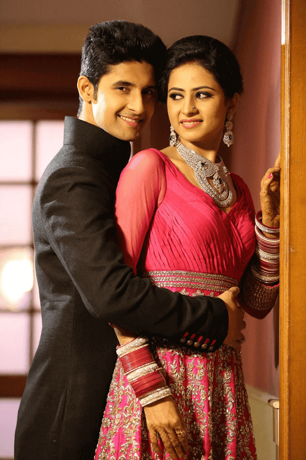 Sargun Mehta Pollywood Punjabi Actress TV Artist With Her Husband Ravi Dubey HD Wallpaper Photo Images