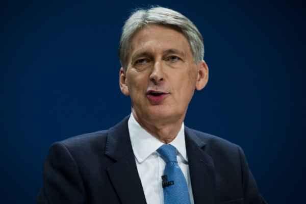 ब्रिटिश चांसलर की यूरोपीय संघ को चेतावनी 'रास्ता बंद करोगे तो विल्कुल अलग हो जाएगा ब्रिटेन'