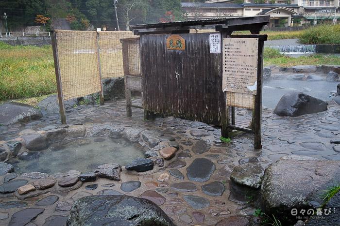 source chaude publique, vue sur les deux bassins