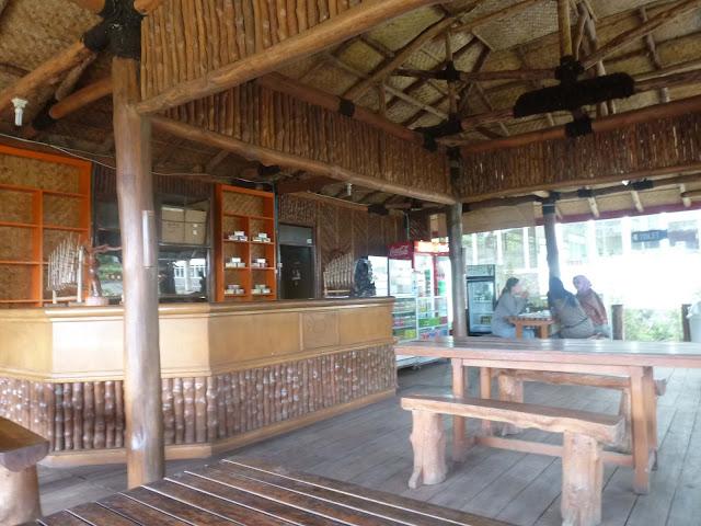 Contoh Desain Gambar Kafe Terbuat Dari Bambu