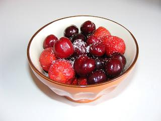 Vas cu fructe pentru Mosii de vara,