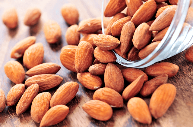 وصفة طبيعية لعلاج النمش نهائيا almonds-health-food.