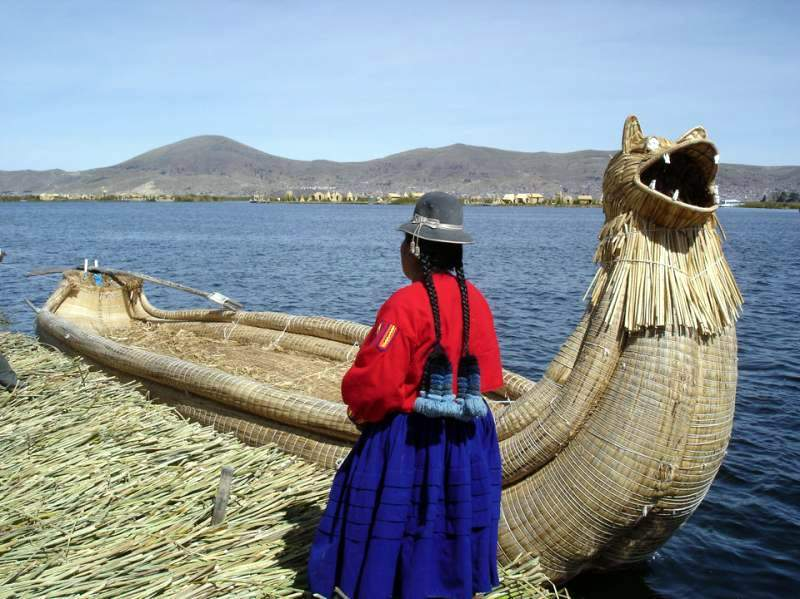 祕魯Uros floating islands of Lake Titicaca 的的喀喀湖的蘆葦船