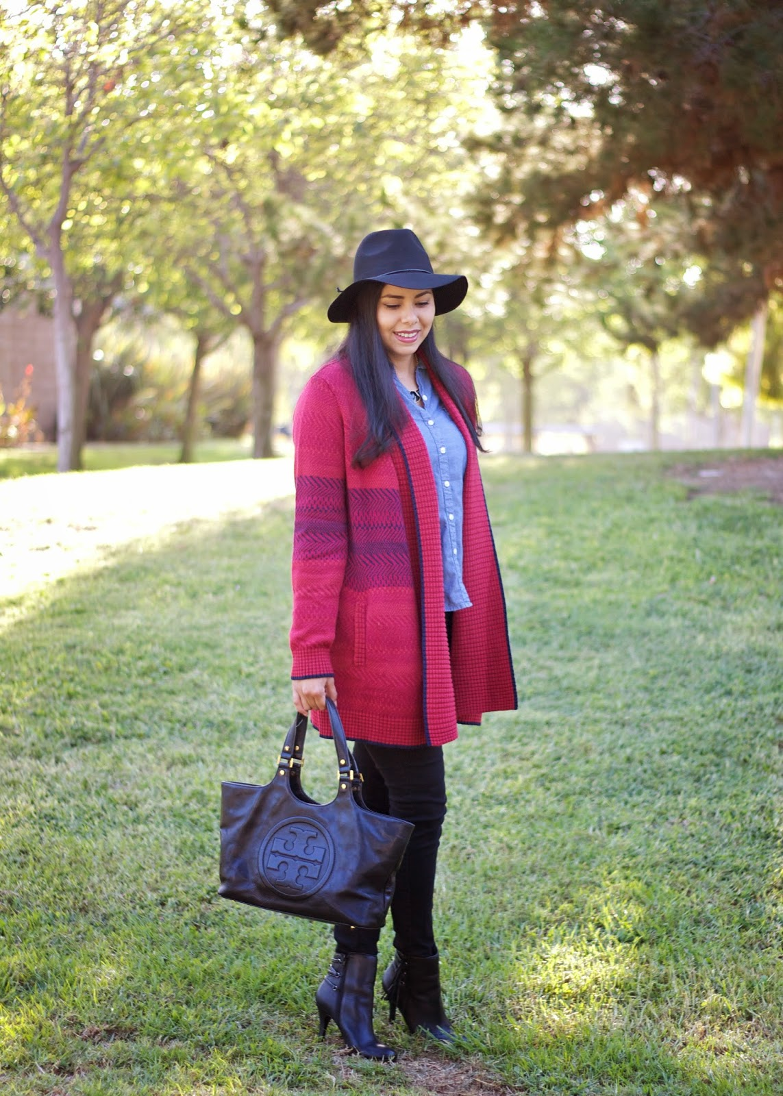 how to wear a long knitted sweater, tory buch black satchel, how to wear a black satchel, how to wear a tory burch purse, justfab luxe booties