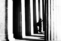 between pillars street photography black and white Berlin