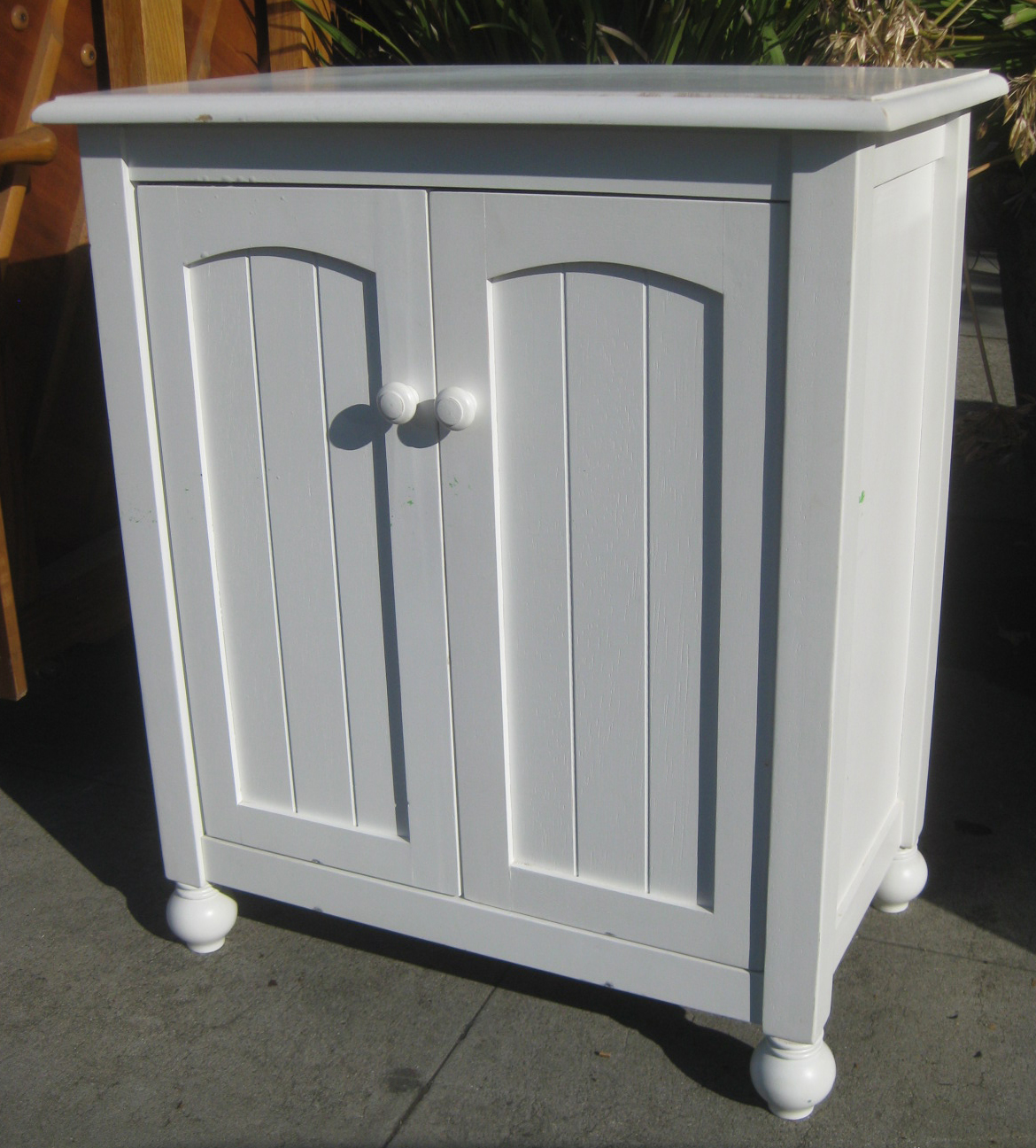 UHURU FURNITURE & COLLECTIBLES: SOLD - Small White Cabinet ...