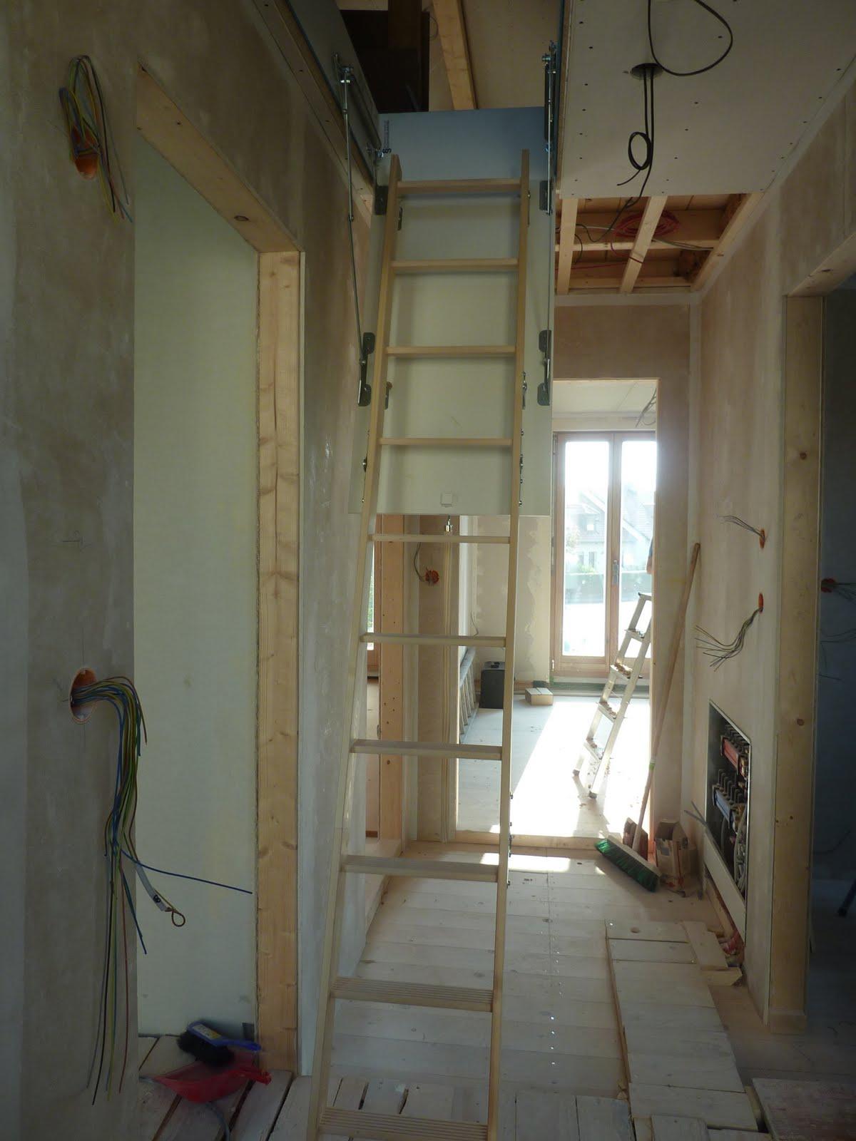 Hausbau mit Murr Holzhaus Neuburg: Dachbodentreppe, Decke