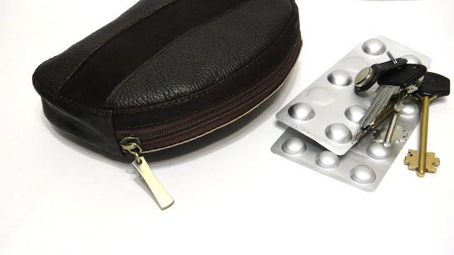 Подарок мужчине - сумочка кожаная, кошелек на молнии, таблетница коричневый